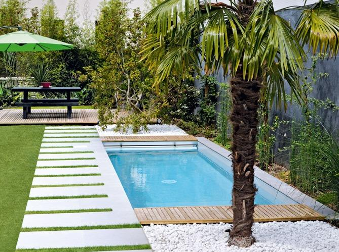 petite piscine pour petit terrain c 39 est la tendance maisons punch. Black Bedroom Furniture Sets. Home Design Ideas
