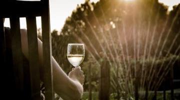 C'est l'été ! Je me protège du soleil et de la pluie !