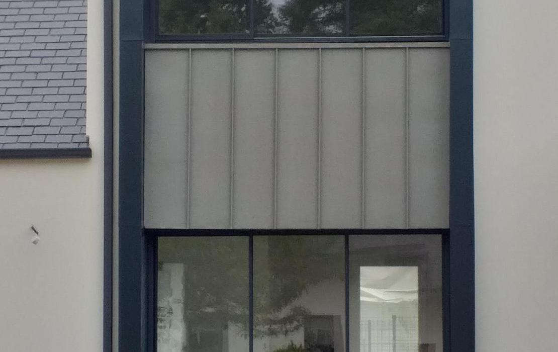 Modénature Zinc quartz sur façade Sud Ouest