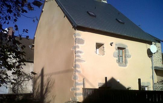Ravalement d'une facade de maison de village à Sainte-Feyre (23000)