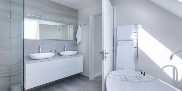 Construction de maison : douche ou baignoire ? | Tradilignes